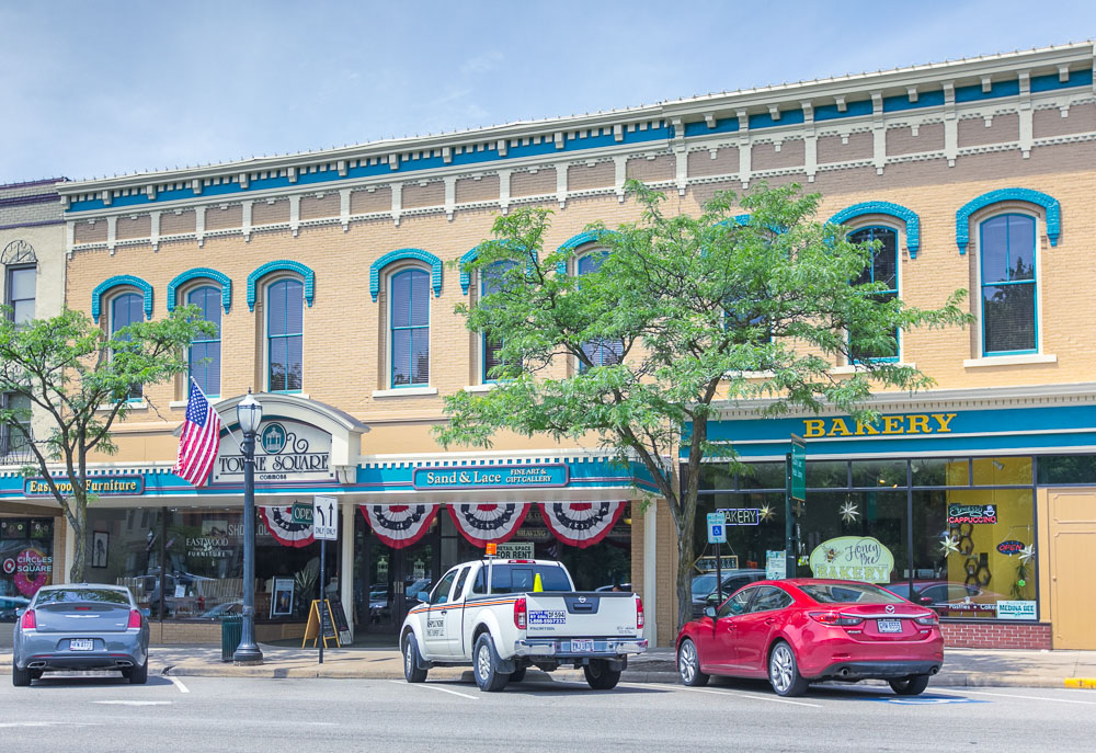 Medina Public Square Arcade Storefronts and Offices / Towne Square Commons